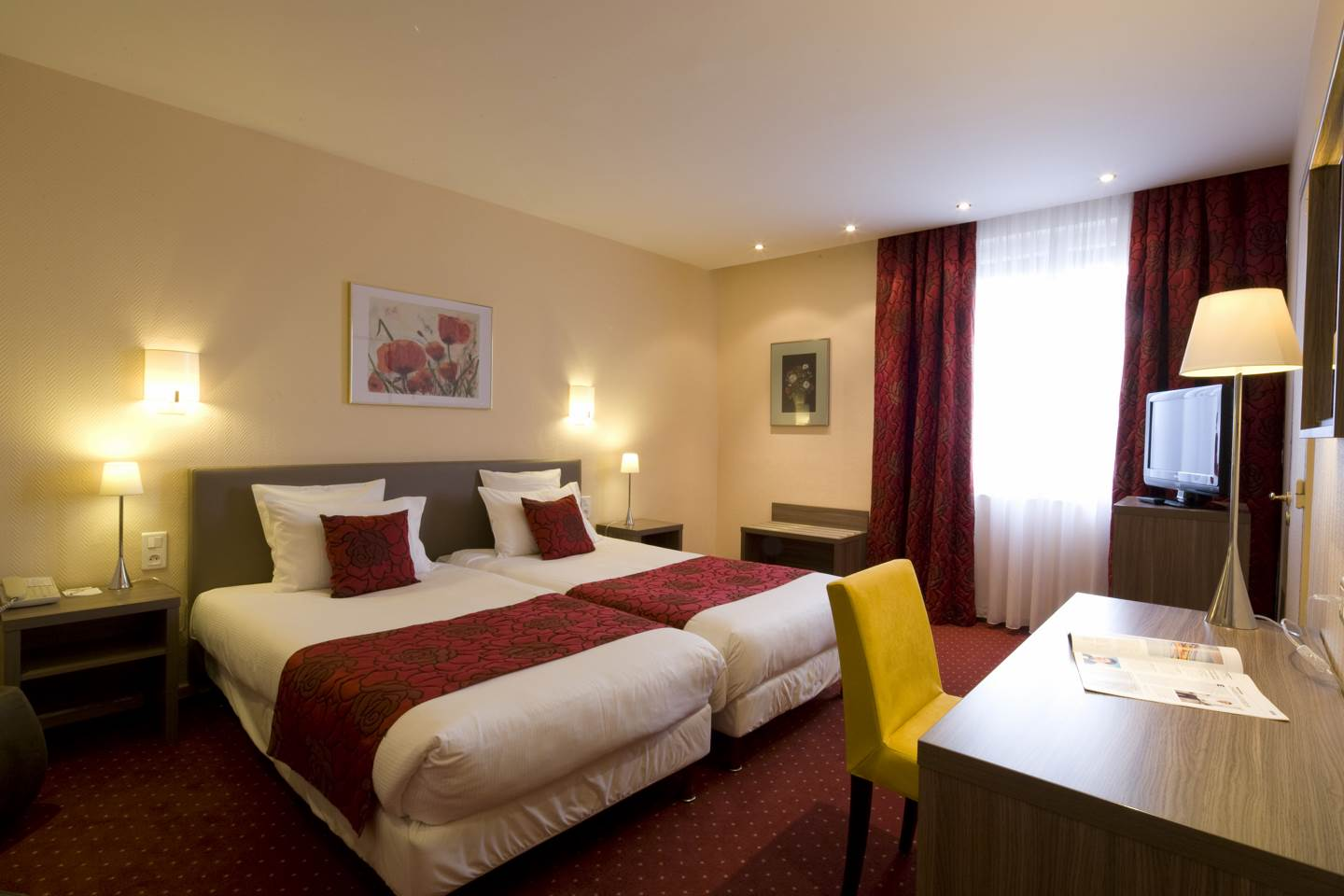 Chambres suites chambre sup rieure hotel colmar for Decoration chambres hotel